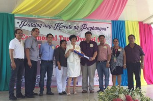 Higino_T._Dungo_Jr._of_Sagip_Kapamilya_Leonardo_Ablaza_of_Enegy_Development_Corporation_Manuel_Lopez_Jr._of_the_Lopez_Group_turnover_school_buildin_copy
